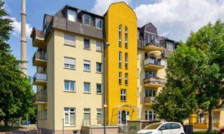 Moderne 3-Zimmer Wohnung mit Süd-Balkon in ruhiger Chemnitzer Lage! Weitere Informationen auf:  jt-thamer.de Angaben zum Energieausweis: Energieausweistyp Verbrauchsausweis Ausstellungsdatum ab dem 1.5.2014 Baujahr 1996 Primärenergieträger Fernwärme Endenergieverbrauch 71,00 kWh/(m²·a) Energieeffizienzklasse B #jt#MissionImmobilie#jt_thamer#ImmobilienStories#immobilie#mehrfamilienhaus #wohnungzuverkaufen#eigentumswohnung#wohnungseigentum#immobiliekaufen#architektur#architekturfotografie#architecture#renditeobjekt#immobilienmakler#chemnitz #immobilienverkaufen#balkon
