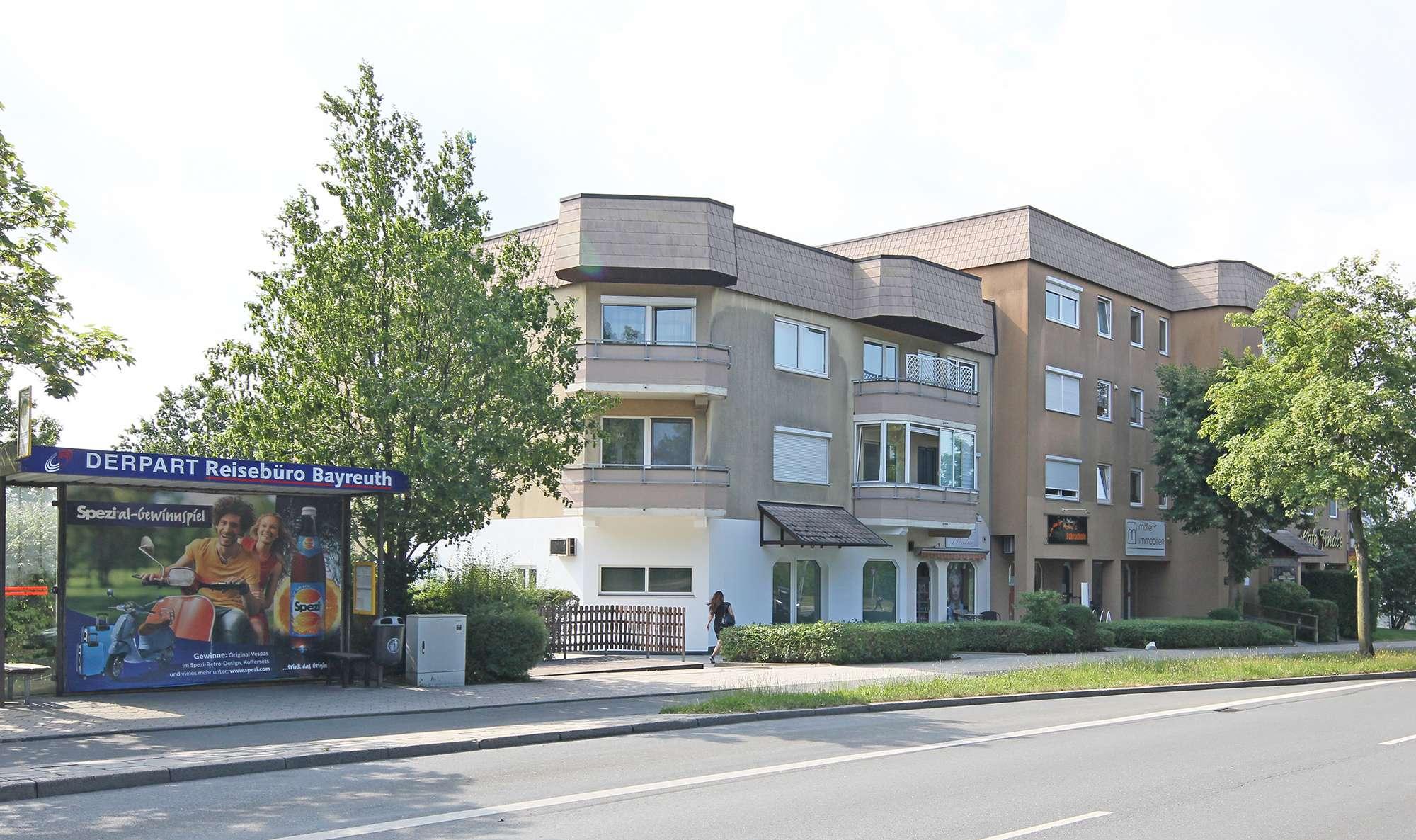 Barrierefreie, modernisierte ETW mit verglastem Balkon und schicker Einbauküche am Roten Hügel!