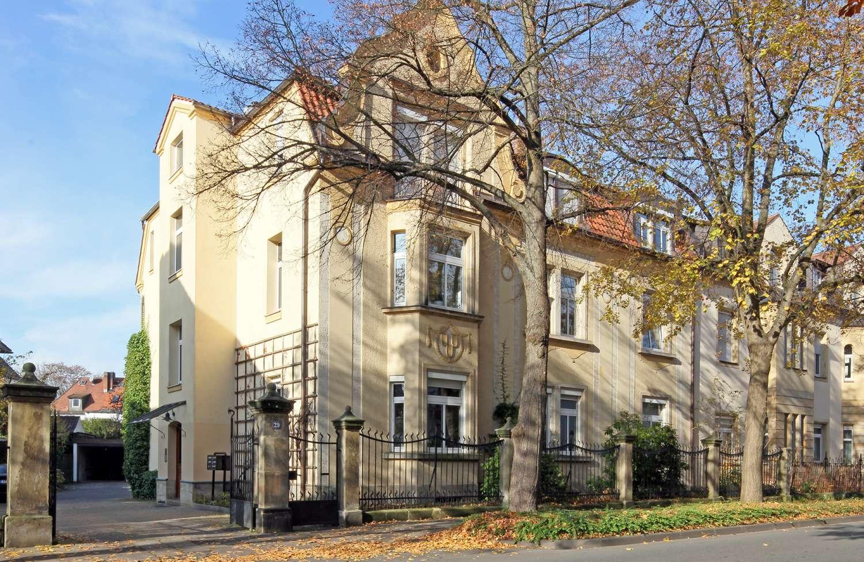 Charmante 4-Zimmer-Altbauwohnung, sehr gepflegt, Nähe Festspielhaus!