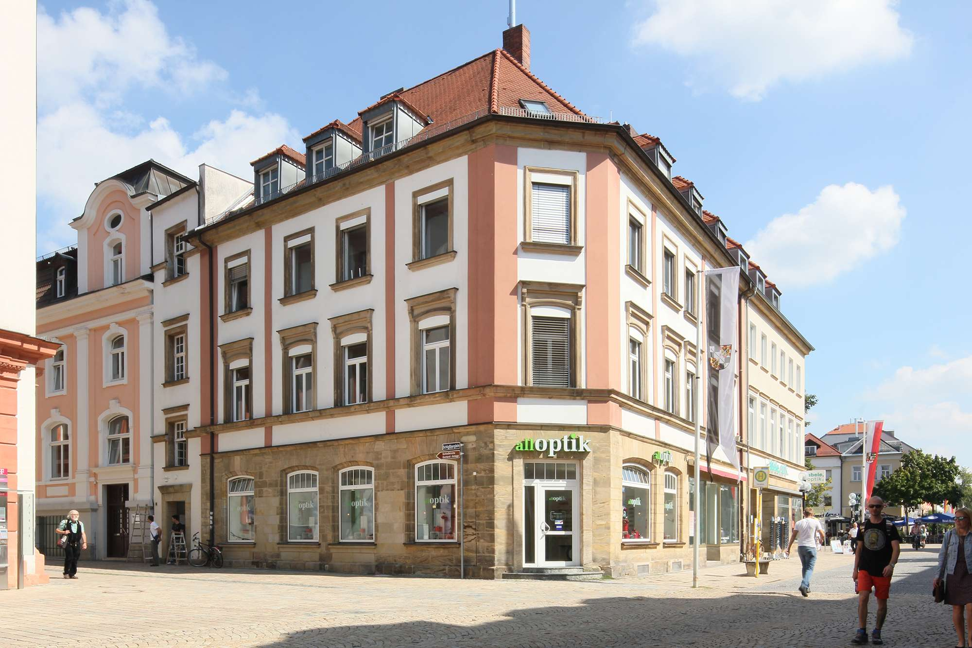 Neu aufgebaute 3-Zimmer-Wohnung mit hochwertiger Küche in Top-Lage am Marktplatz, auch WG-geeignet!