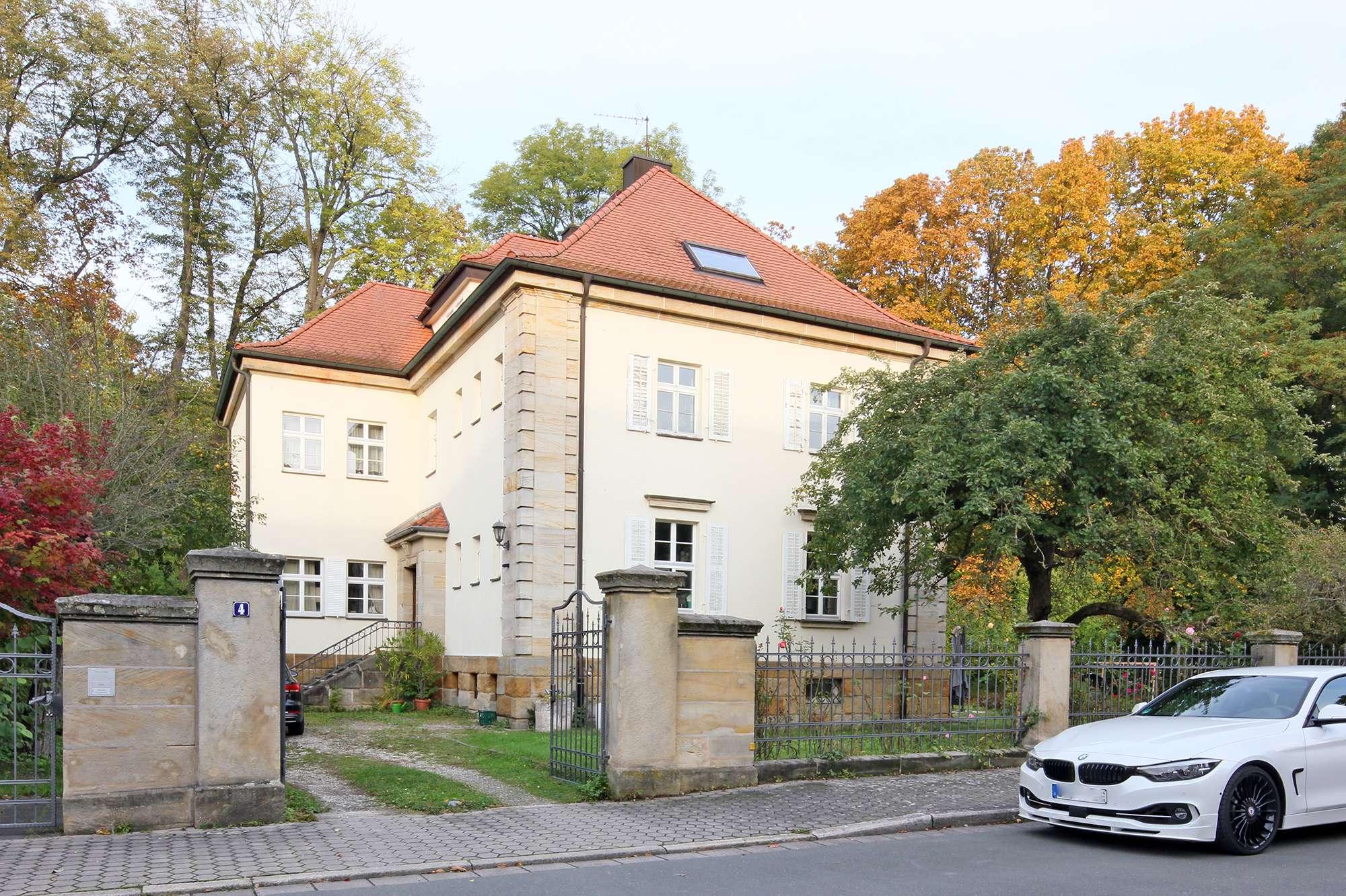 Tolle Altbau-Dachgeschosswohnung am Hofgarten!