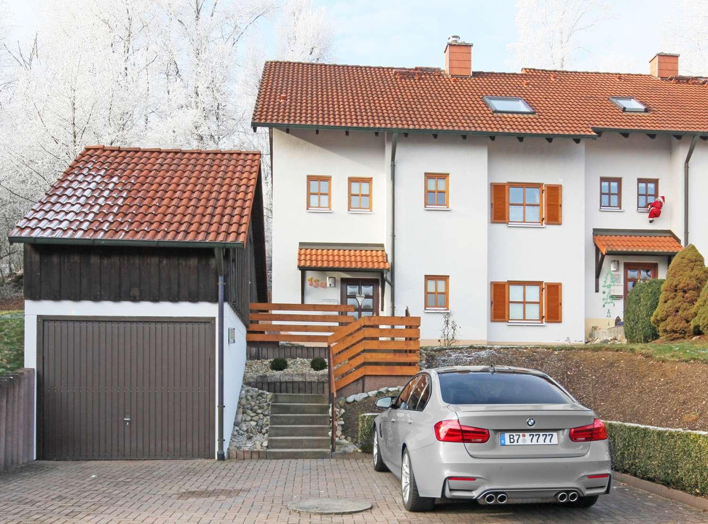 Top gepflegte Doppelhaushälfte mit moderner Ausstattung in ruhiger Emtmannsberger Wohnlage!