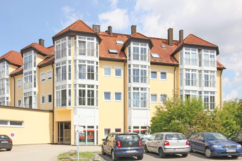 Attraktive 3-Zimmer-Wohnung im Zentrum mit bodentiefen Glasfenstern & neuem Parkett!