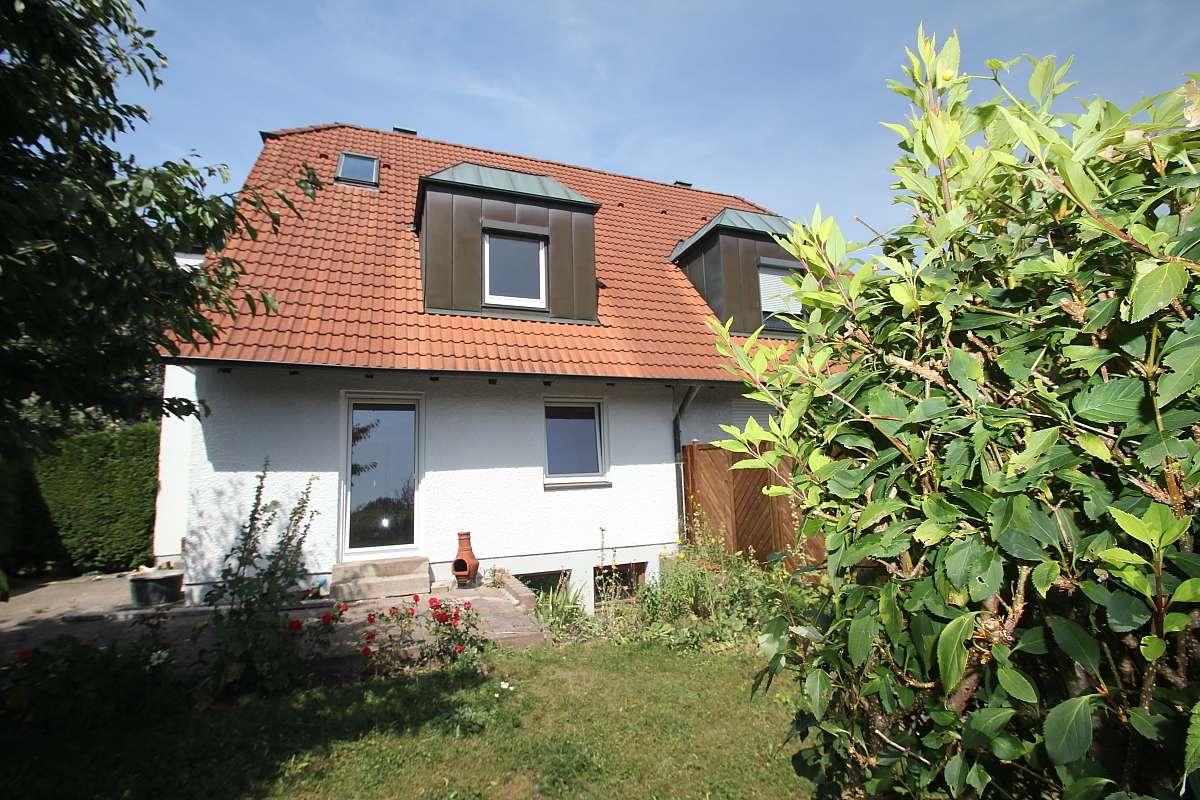 Modernisierte Architekten-DHH, ruhige Wohnlage, Wärmedämmung & Parkett!