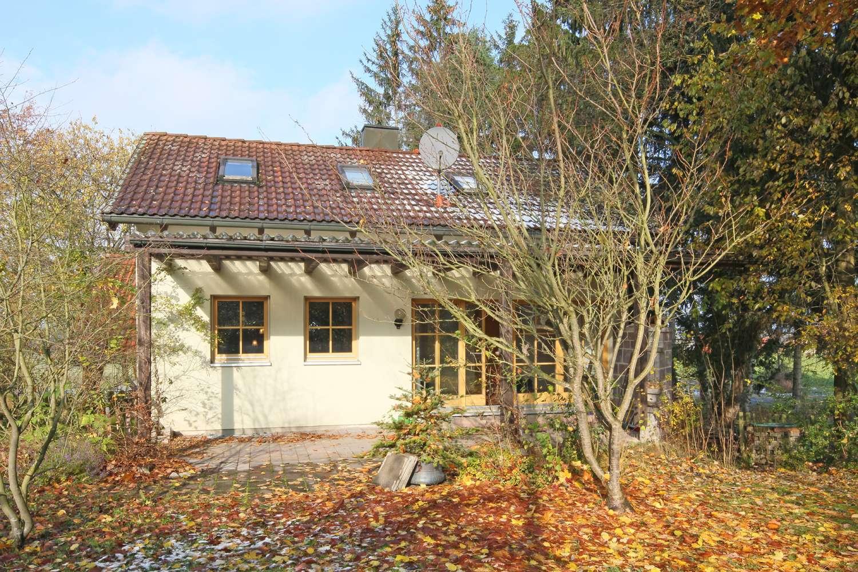 Modernes Wochenendhaus in Massivbauweise mit großem Garten, herrliche Wohnlage in Uninähe!