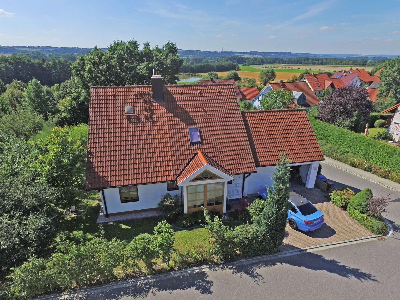 Top gepflegtes Einfamilienhaus mit Teich und Blick ins Grüne im Neubauviertel!