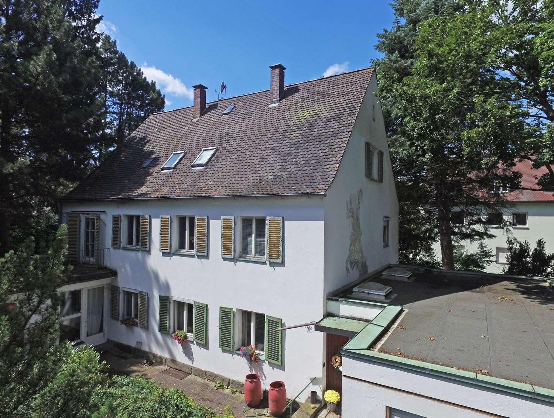 Geschichtsträchtiges Stadthaus im 30´er Jahre Stil mit über 1000m² Grund und altem Baumbestand!