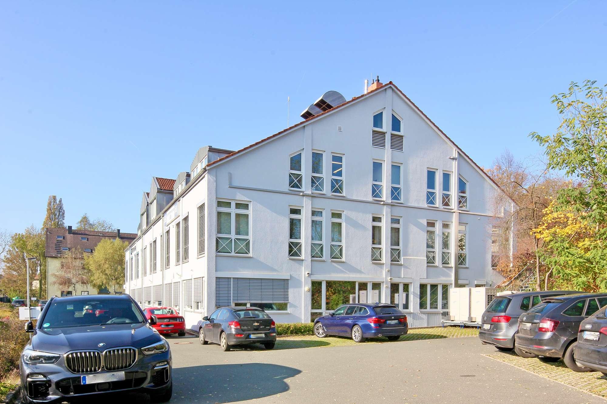 Moderne Büroetage mit ca. 432 m² Fläche mit Stellplätzen in Top-Lage am Fuße des Festspielhügels!