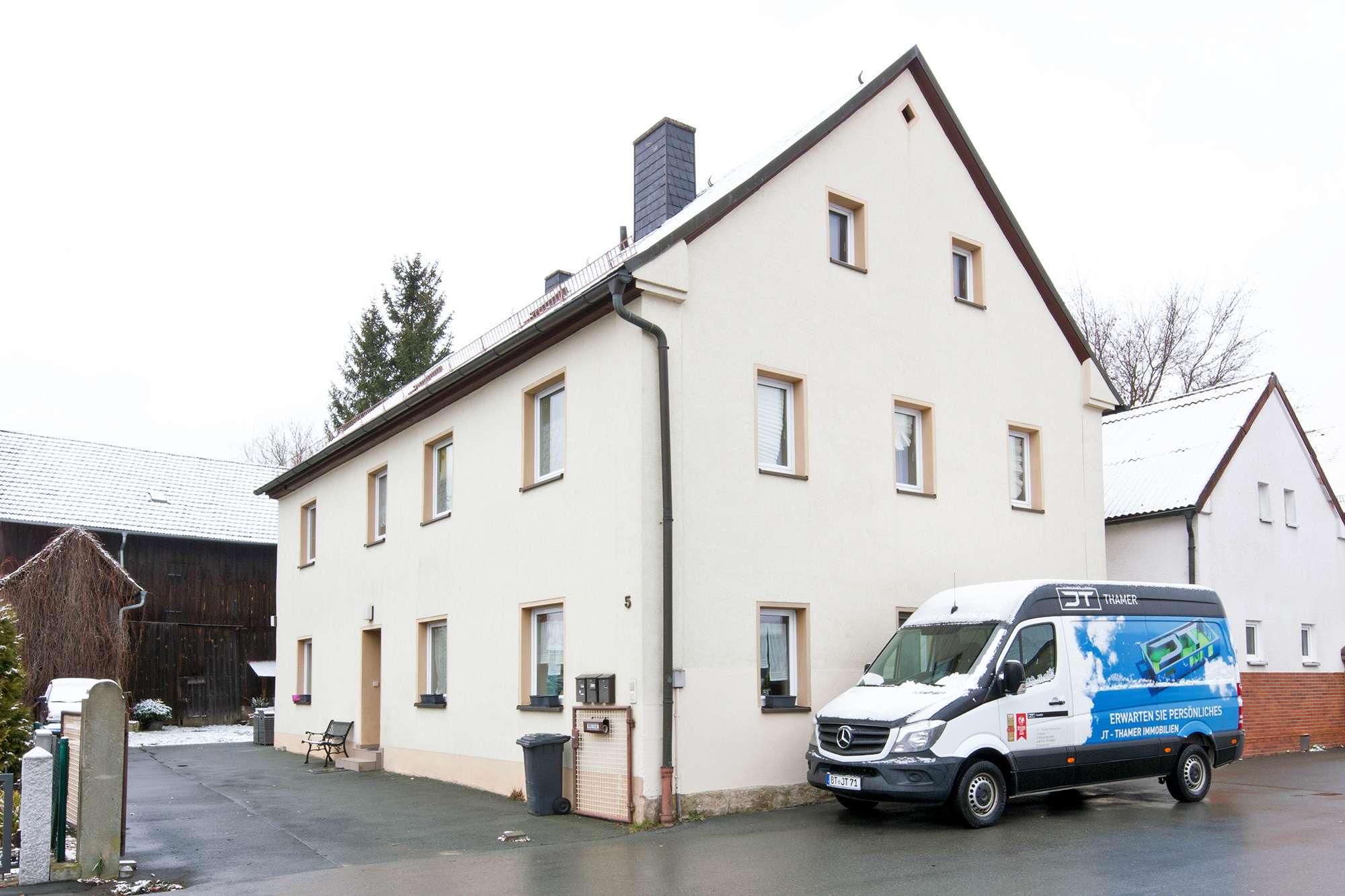 Gepflegte 2-Zimmer-Wohnung mit Grünfläche in Laineck!