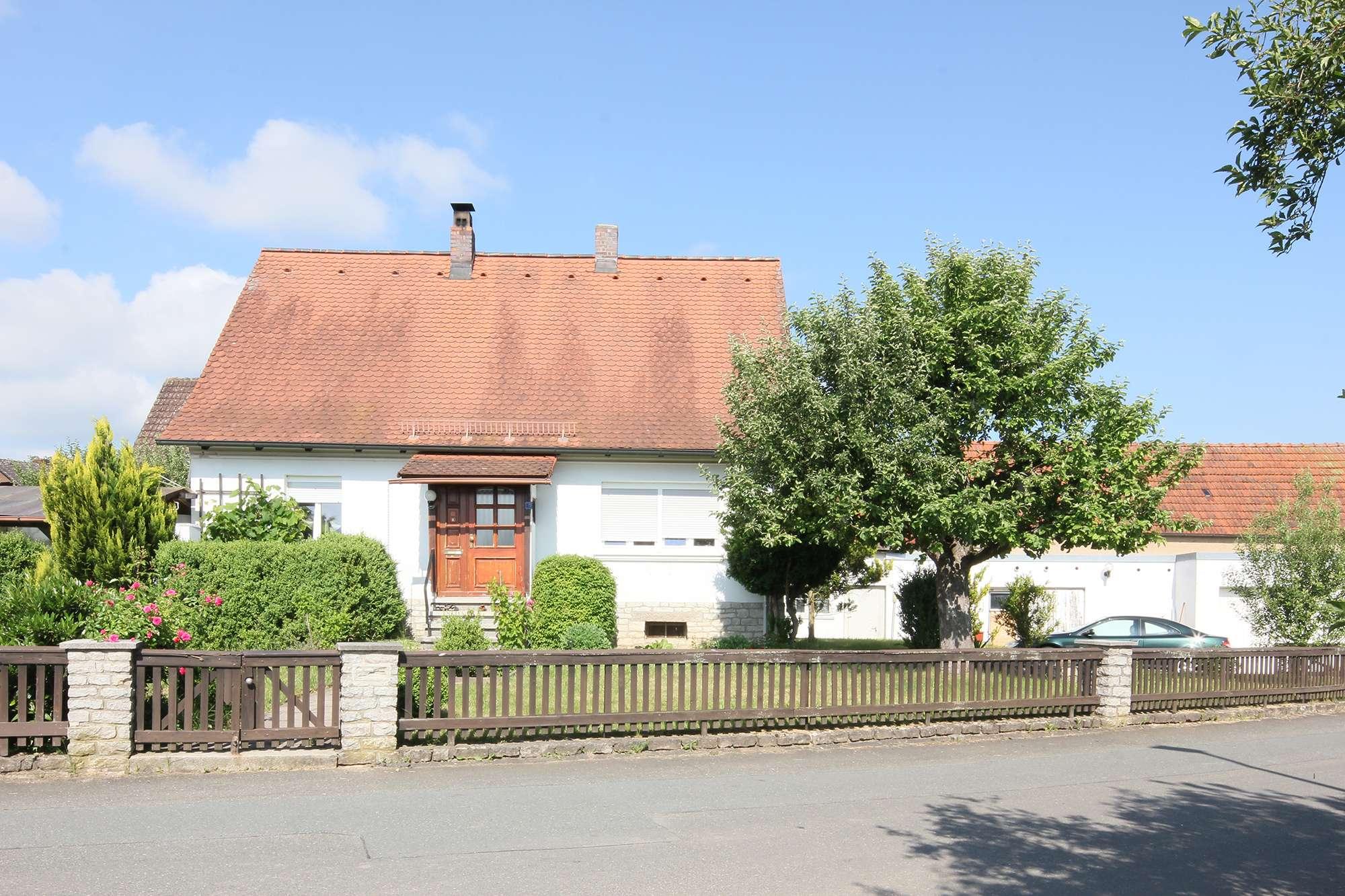 Gepflegtes kleines Einfamilienhaus mit großem Garten in herrlicher Lage in Heinersreuth!