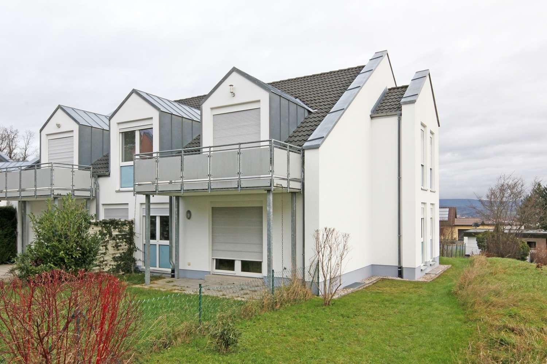 Moderne 3-Zimmer-Wohnung mit Balkon und Garage, Baujahr 2000 am Roten Hügel!