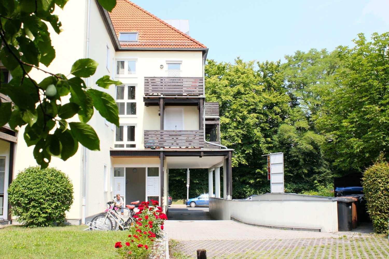 Gepflegte 2,5-Zimmer-Wohnung in zentraler Lage mit zwei Balkonen und moderner Einbauküche!