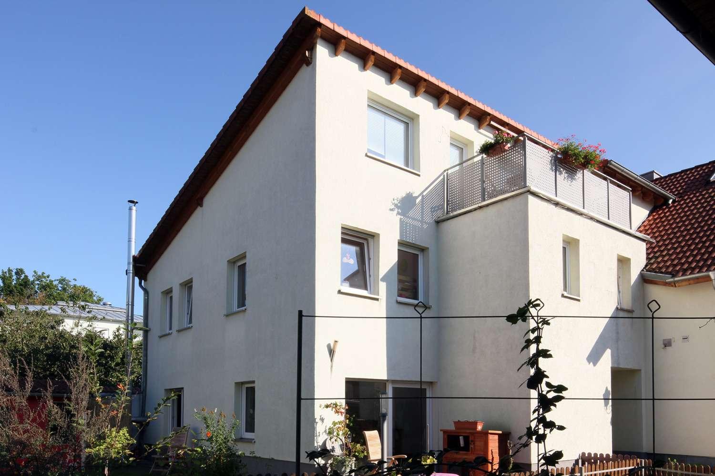 Moderne 2000´er 5-Zimmer-Wohnung auf drei Etagen, zentral mit Balkon & Garten!