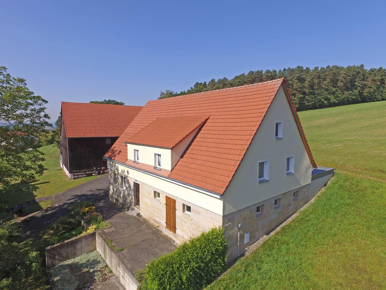 Modernisiertes Sandsteinhaus mit ca. 1700m² Grund und Scheune, in Seulbitzer Bestlage mit Fernblick!