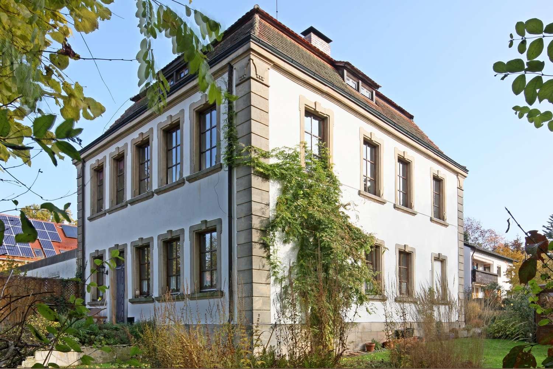 Helle 3,5-Zimmer EG-Wohnung mit herrlichem Garten und Terrasse in historischem Anwesen in Seulbitz!
