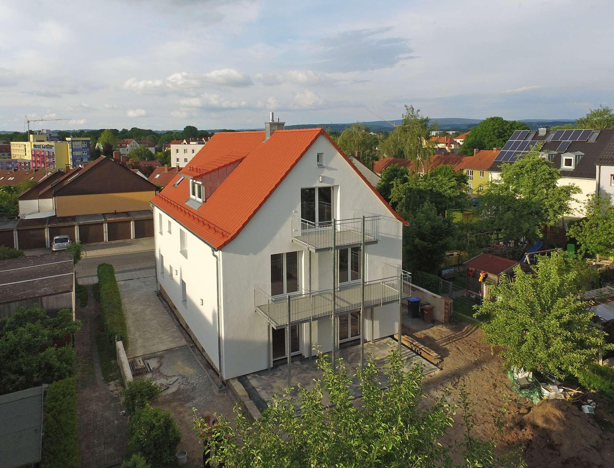 Totalsanierte 2,5-Zimmer-DG-Mietwohnung mit großem Balkon in Birken-Bestlage, frei ab sofort!
