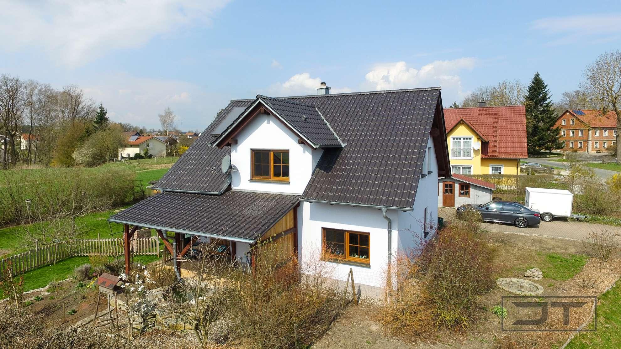 Modernes Einfamilienhaus mit Doppelgarage & fantastischem Grundstück in ruhiger Lage mit Fernblick!