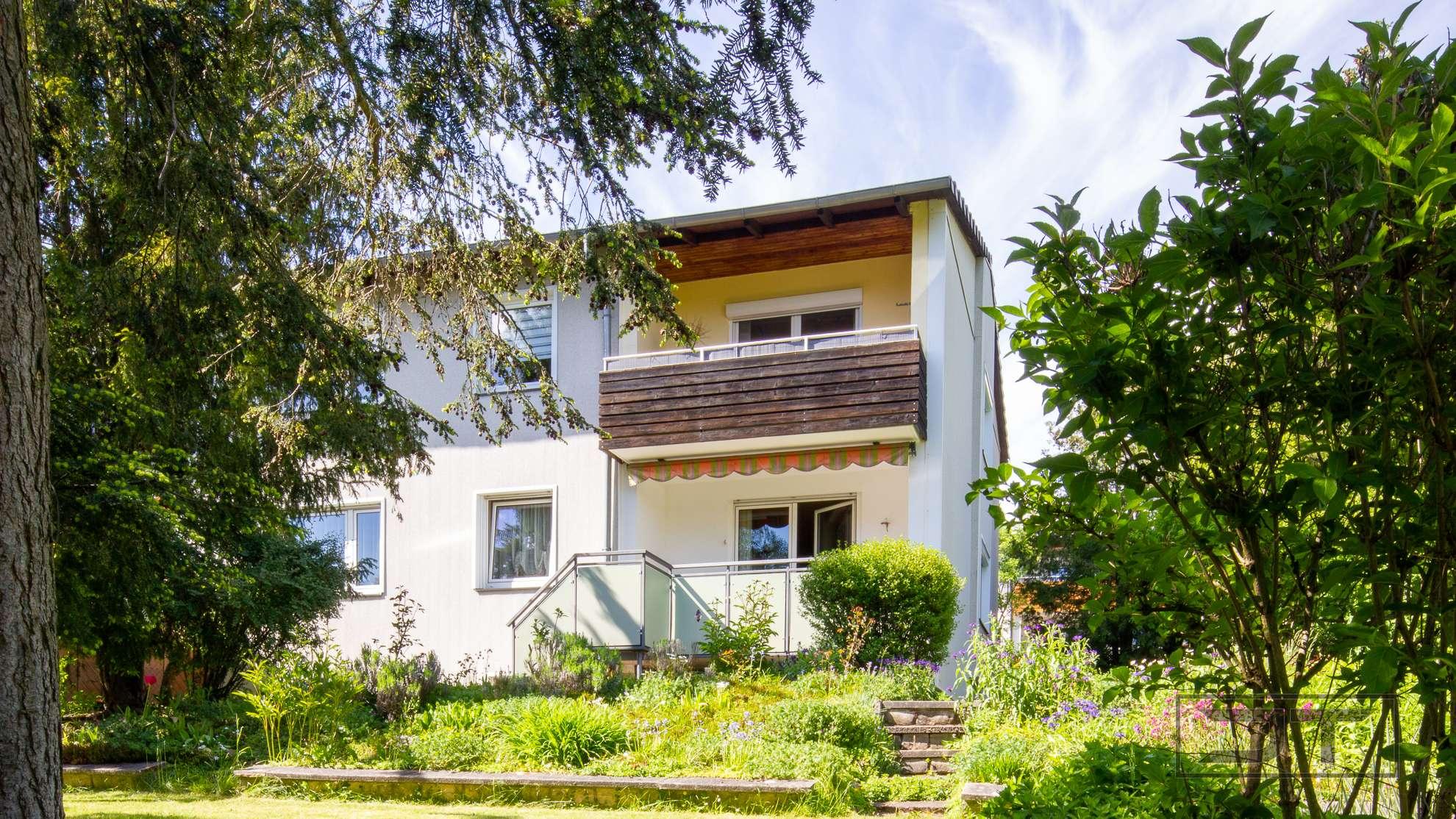 Ideale Kapitalanlage: Großzügige Zweifamilien-DHH mit viel Grün in ruhiger Bestlage in Meyernberg!